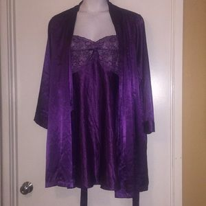 Morgan Taylor Satin gown size 2X w/ robe size XL.